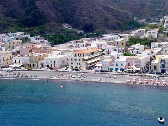 Appartamenti canneto sul mare lipari isole eolie hotel for Appartamenti lipari