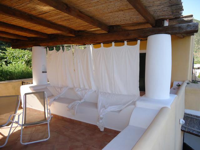 Casa vacanza ponente b malfa di salina isole eolie case for Case vecchio stile costruite nuove