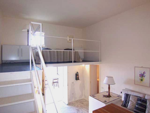 Casa moderna roma italy case piccole con soppalco - Idee soppalco camera da letto ...