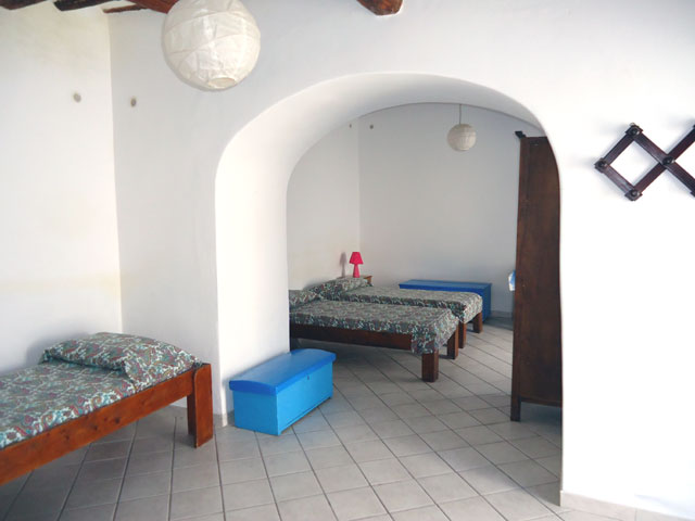 Casa vacanza di ginostra appartamento archi stromboli for Case di tronchi semplici