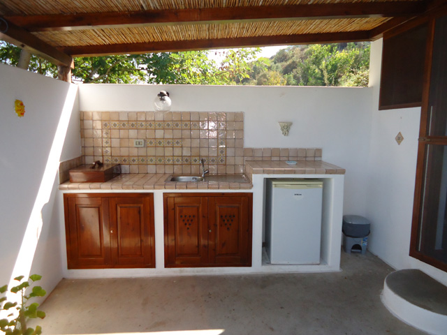 Affittacamere residence a stromboli isole eolie bed and - Cucina per esterni ...