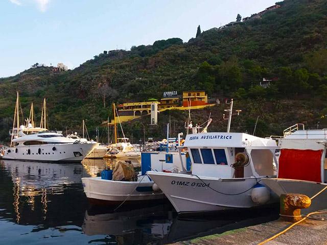 Escursioni in Barca, pesca turismo alle Isole Eolie, pesca ...